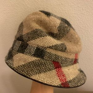 Burberry bucket hat authentic :)